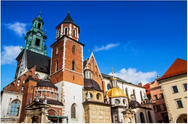 FLIGHTS, ACCOMMODATION AND MOVEMENT IN KRAKOW